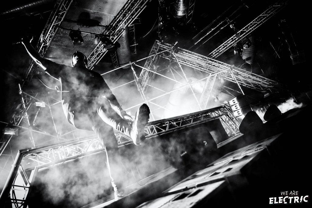 Pendulum // We Are Electric // Bart Heemskerk